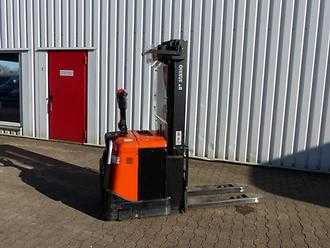 Used Forklifts BT Stabler for medkørende fører SPE 160 (Offer 12013000)